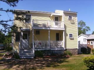 3 bedroom cottage near ocean - booking fall 700/wk - Saco vacation rentals