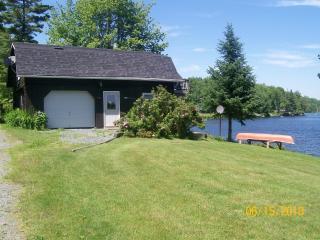 THE PIONEER LAKESIDE LOFT - Barnet vacation rentals