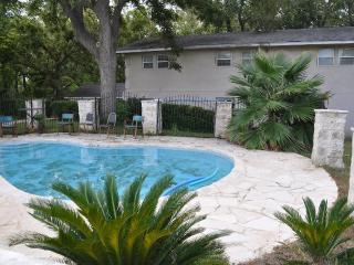 Vintage 4000sq, Pool, Boat - New Braunfels vacation rentals