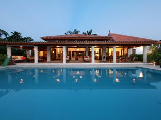 CASA DE CAMPO SUPERB VILLA ON GOLF NEAR BEACH - La Romana vacation rentals