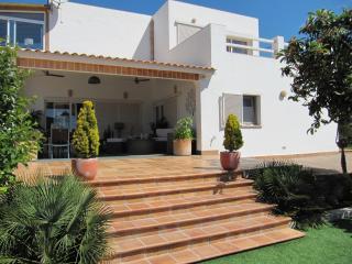 Chalet  Con Piscina Y Jardín   A 13 Km  De Sitges - Vilanova i la Geltru vacation rentals