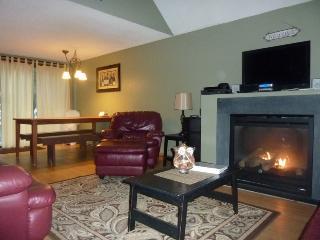 Cozy Cabin Short Walk to Moose Pond, Beach, Mooring - Bridgton vacation rentals