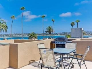 MISSION BEACH WITH ROOF TOP DECK - SLEEPS 8 - Mission Beach vacation rentals