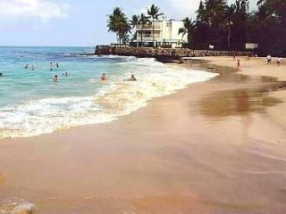 Deluxe 4/bd Walk To Beach, Sleeps 8-10 - Kailua-Kona vacation rentals