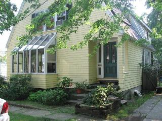 SUNNY, 3 BR 3 BATH HOUSE 9 MINUTE WALK TO HARVARD - Greater Boston vacation rentals
