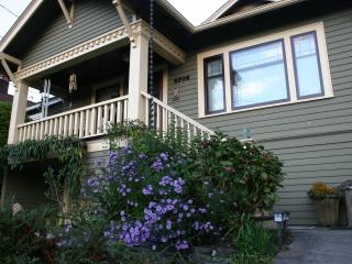Beautiful and Spacious Seattle Bungalow - Seattle vacation rentals
