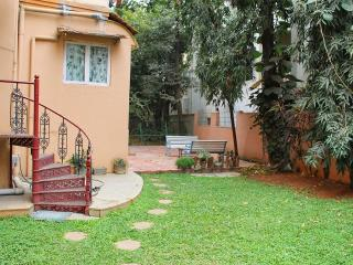 Cosy 1 BHK with Garden,City Center - Bangalore vacation rentals