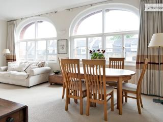 Stylish 2 bedroom apartment in desirable Islington - London vacation rentals