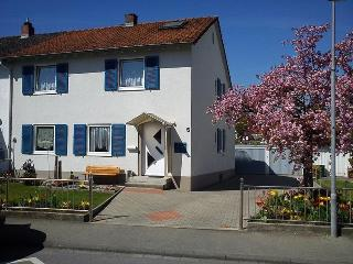 Vacation Apartment in Konstanz - 807 sqft, quiet, comfortable, bright (# 5335) - Konstanz vacation rentals