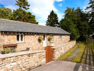 STABLE COTTAGE, en-suite facilities, WiFi, rural location, ground floor cottage near Ingleton, Ref. 913799 - Yorkshire Dales National Park vacation rentals