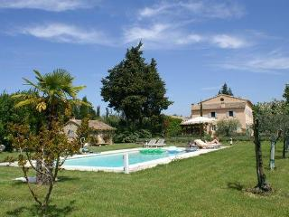 LS2-17 : FIGNOULADO close to Isle sur la Sorgue - Luberon vacation rentals