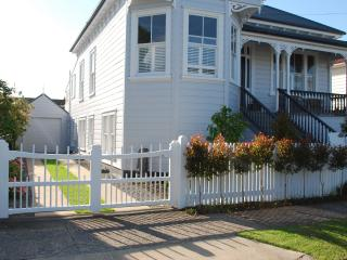 Garden Villa Apartment- Minutes to Beaches and CBD - Auckland vacation rentals