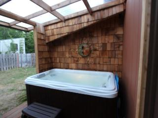 Pet-friendly, mid-century home w/hot tub close to beach! - Yachats vacation rentals