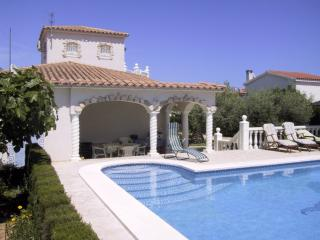 Seaside Villa in L'Ampolla with garden and private pool - L'Ampolla vacation rentals