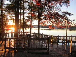 Relax & Have Fun......Enjoy All 4 Seasons At Our Cozy Townhome on Lake Delton In Wisconsin Dells - Poynette vacation rentals
