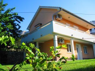 Apartmani Juranic - Baska vacation rentals