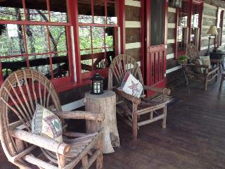 Beautiful Real Log Cabin In Blue Ridge Georgia - Blue Ridge vacation rentals