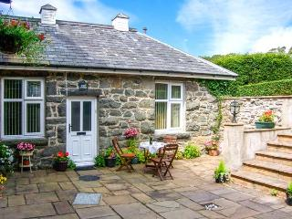 SRING COTTAGE, cosy, romantic retreat, pet-friendly, good for walking and cycling, in Dolgellau, Ref 24767 - Llwyngwril vacation rentals