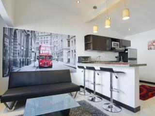 London Suite - Elegant Simplicity - Santa Fe de Antioquia vacation rentals