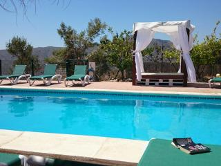 Botin. Beautiful Villa, heated pool, sea views. - Villanueva de la Concepcion vacation rentals
