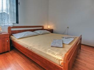 Agron - studio apartment for 2 with balcony, WiFi and AC - Stari Grad vacation rentals