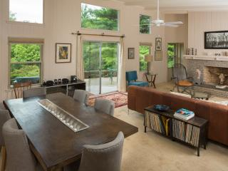 General's Mid-Century close to town! Private - Asheville vacation rentals