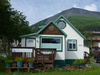 Seward Birdhouse, cute & cozy with mt & bay views - Seward vacation rentals