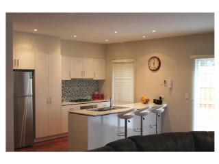 VILLA MONARMA MELBOURNE - LOCATION & SPACE - Victoria vacation rentals