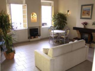 Studio Port, Charming Rental in Great Cannes Location - Cannes vacation rentals