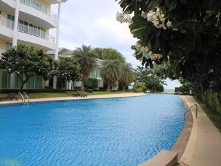 2 bedrooms 2 bathroomsground floor  by the pool area - Sao Hai vacation rentals