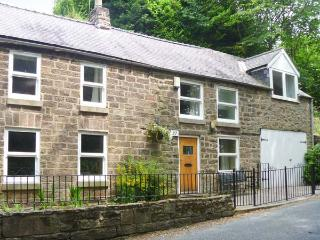 DAISY COTTAGE family-friendly, en-suite bathrooms, enclosed garden in Cromford Ref 18709 - Derbyshire vacation rentals