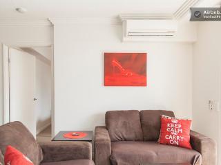 Higgins House - modern 2 bedroom Brisbane unit - Brisbane vacation rentals