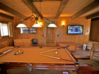 Tavern Bay Lodge - easy walk to private beach club - Lake Arrowhead vacation rentals
