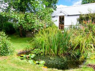 PANDY COTTAGE, all ground floor, lawned garden, walks from the door, near Lampeter, Ref 916110 - Cardigan vacation rentals