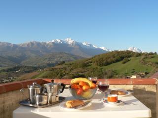 Villa Collecimino - apt 2 - Castiglione Messer Raimondo vacation rentals