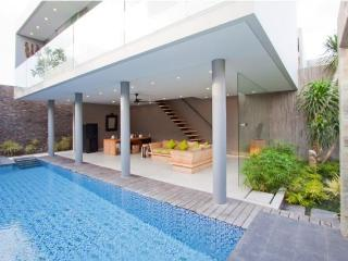 Sandhya, 3 Bedroom Villa,5 min Walk to Echo Beach - Canggu vacation rentals
