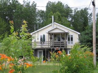 Cozy chalet near Parc National de la Mauricie - Shawinigan vacation rentals