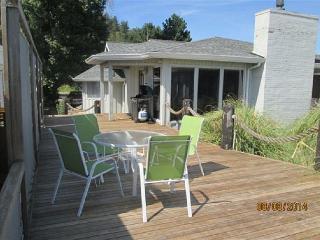 Beachfront on Useless Bay with 2 bedrooms, 2 bathrooms, sleeps 6 - Freeland vacation rentals