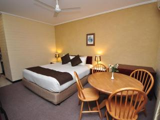 Unwind @ Playford Whyalla Family Room - Whyalla vacation rentals