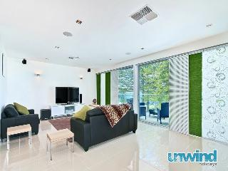Unwind @ 29 Breeze Penthouse 'Ultra Chic' - Port Elliot vacation rentals