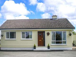 LOUGH BRAN LODGE, detached, ground floor, on banks of Lough Bran, near Carrick on Shannon, Ref 914461 - Ballymote vacation rentals