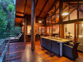 Wanggulay Too Treetops Affordable Luxury Cairns - Cairns vacation rentals