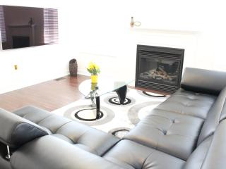 4BDR Luxury ShortTerm Home Furnished Accommodation - Toronto vacation rentals