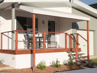 Sunrise Villa, Caloundra - 2 Bedroom, Pet Friendly - Alexandra Headland vacation rentals