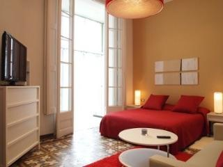 3BR/3BA Painted in White Apartment with Balcony - Barcelona vacation rentals