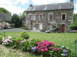1 bed, fully disabled accessible apartment - Mael-Carhaix vacation rentals