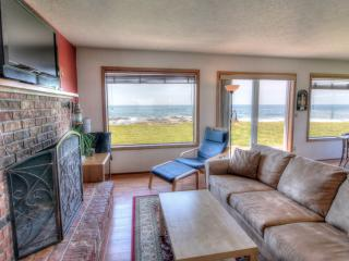 Charming Ocean Front Home with Hot Tub! - Yachats vacation rentals