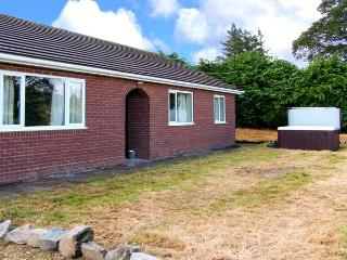 GLANYRAFON BUNGALOW, detached, all ground floor, hot tub, pool table, parking, garden, in St Harmon, Ref 29854 - Mid Wales vacation rentals