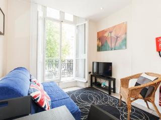 Incredible 1 Bedroom with Hyde Park Balcony - London vacation rentals