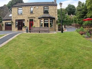 HOLMFIELD CROFT, detached, luxury, unique murals throughout in Oxenhope, Ref 24759 - Brighouse vacation rentals